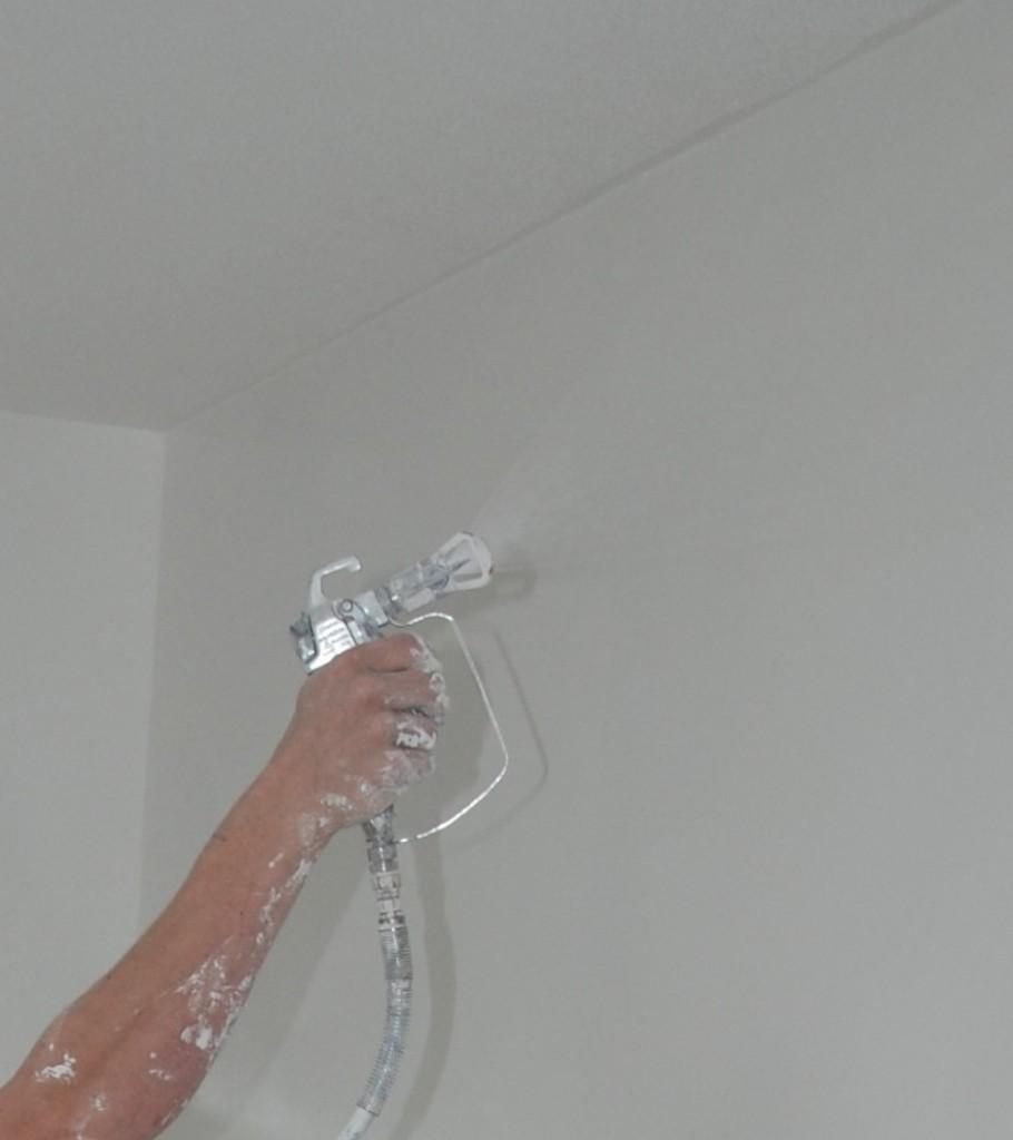 Sausen met latex spuit - plafondafwerking - wandafwerking